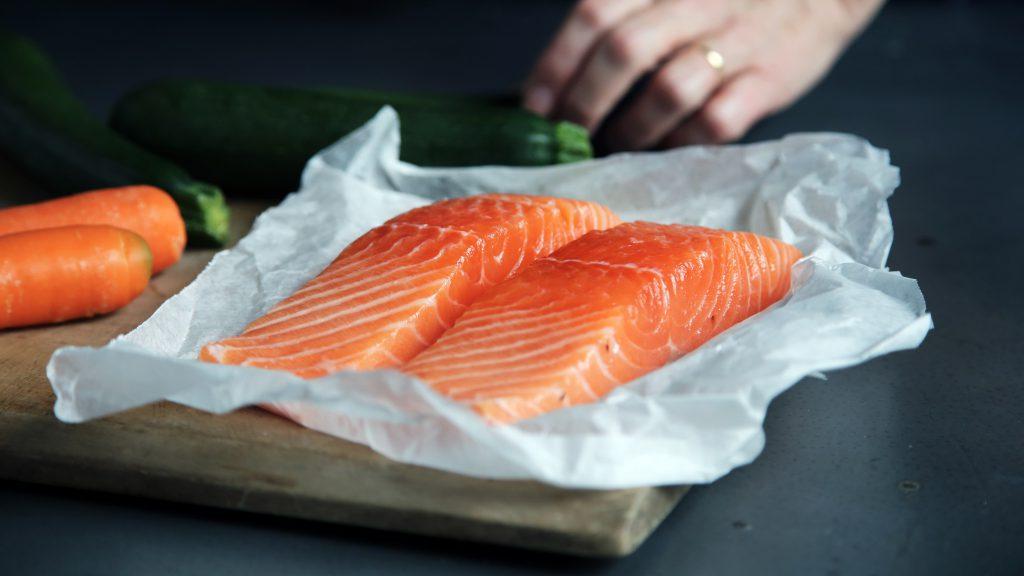Deux pavés de saumon frais